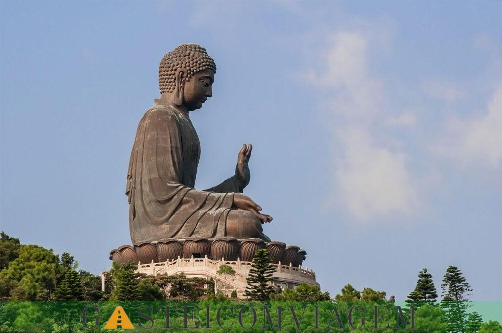 A estátua de Buda Tian Tan