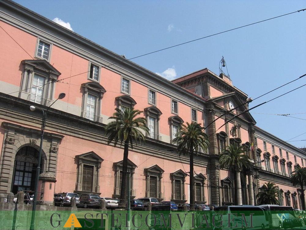 Destino Museo Arqueológico Nacional de Nápoles