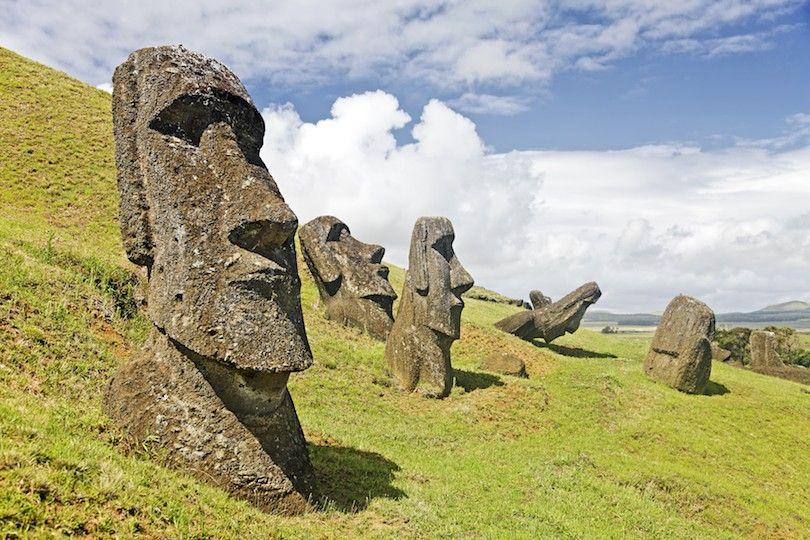 estátuas de pedra moai