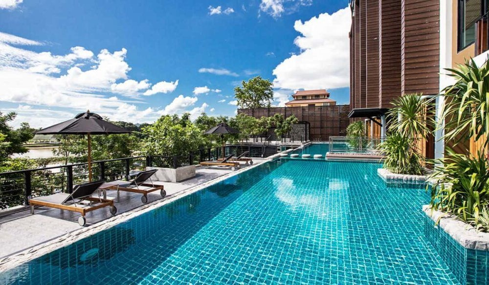 Pernoite no Kanchanaburi Riverfront Hotel Natee
